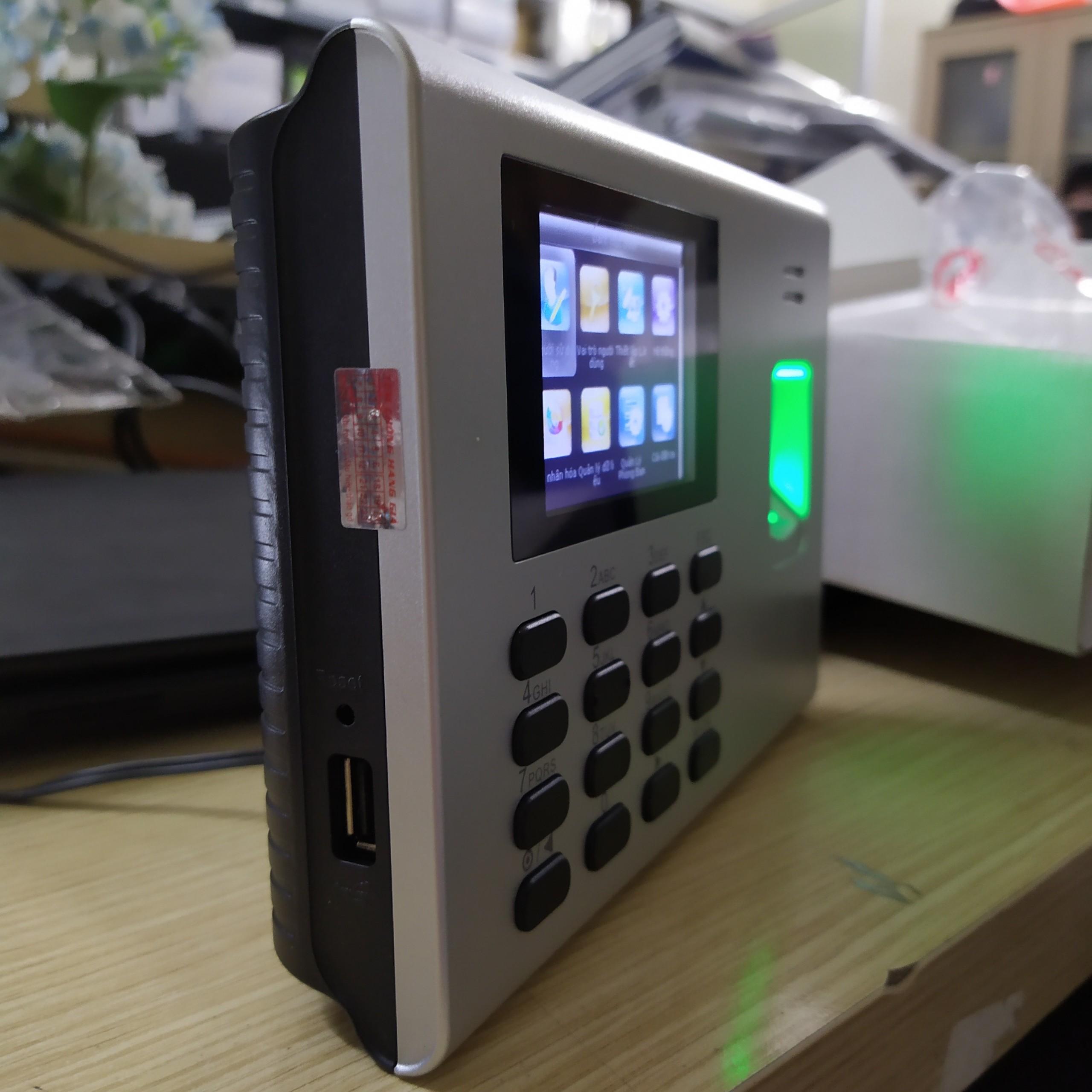 thiết kế tích hợp pin có thể để bàn để chấm công