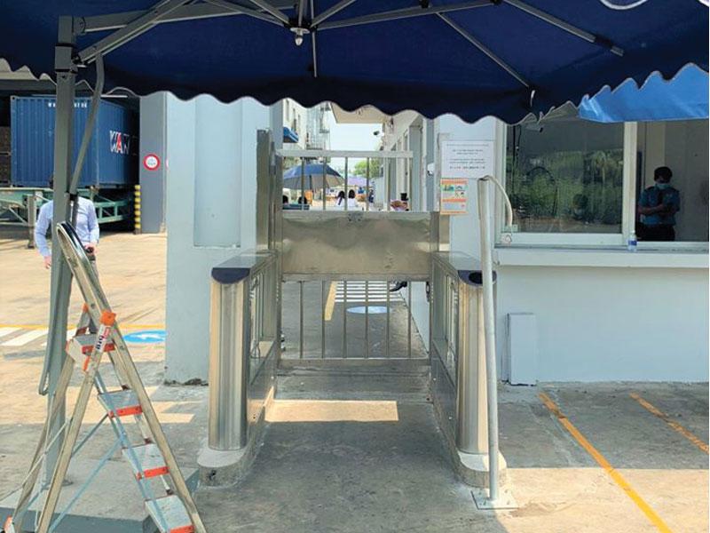 sử dụng cổng từ an ninh kiểm soát vào ra