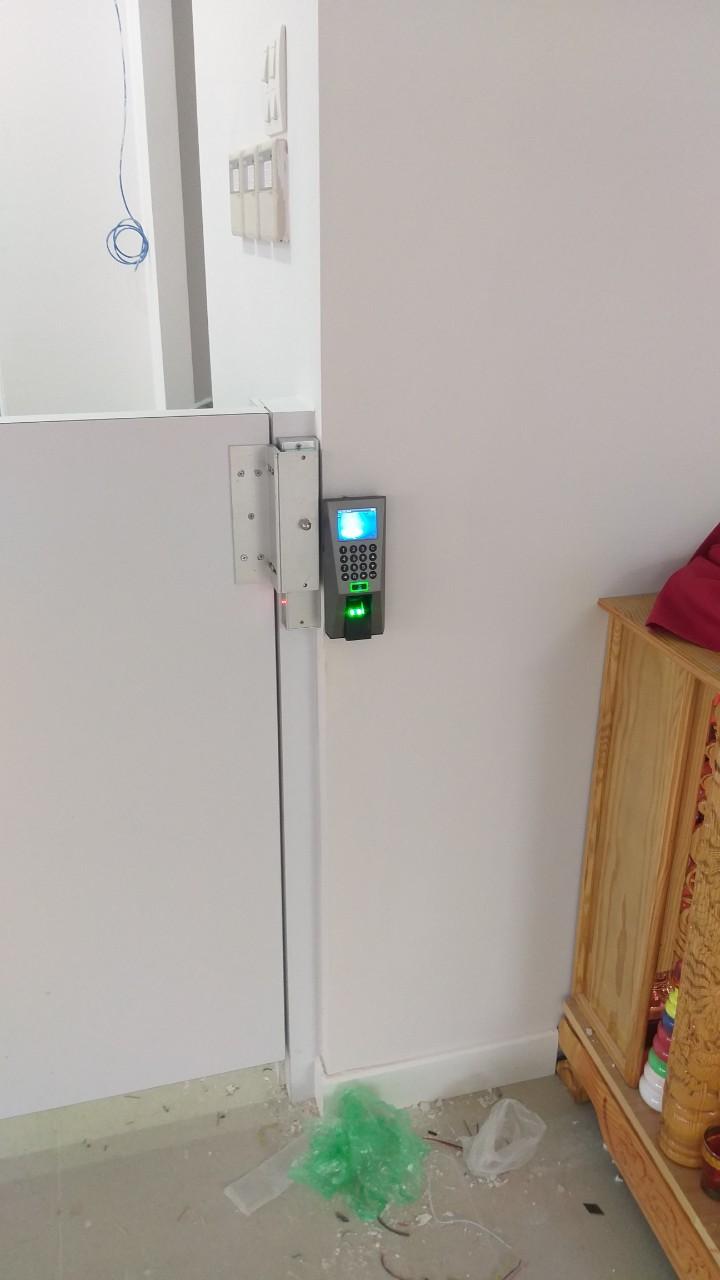 công trình thực tế kiểm soát cửa ra vào bằng vân tay