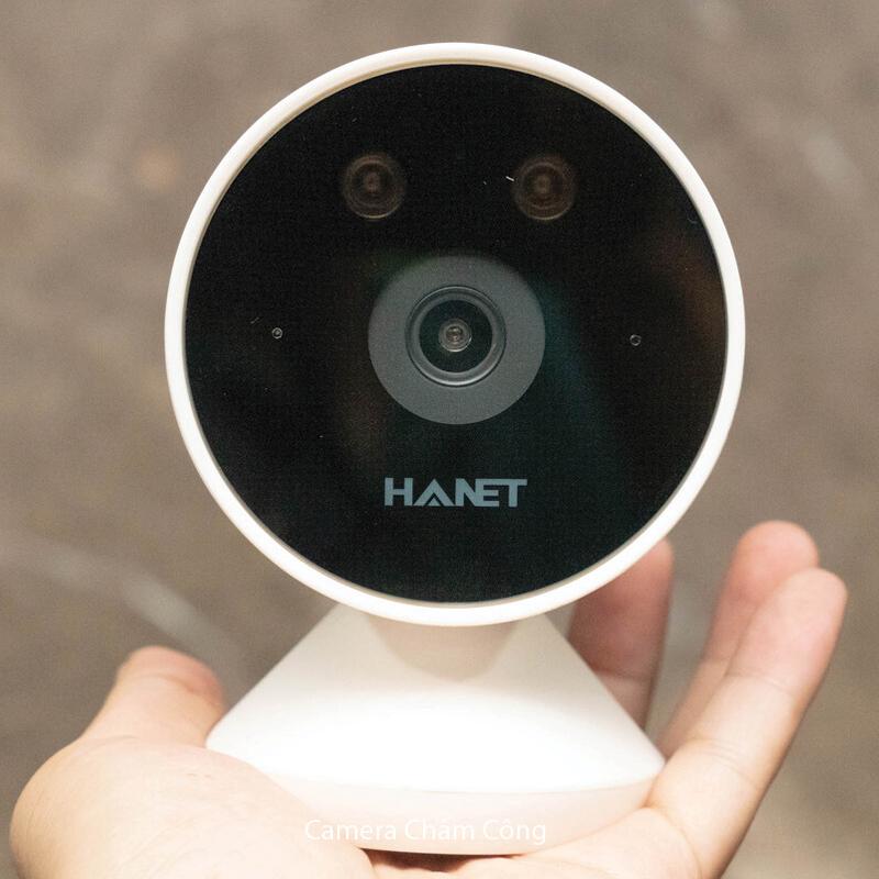 mặt trước của camera thiết kế cả đèn led quan sát ban đêm