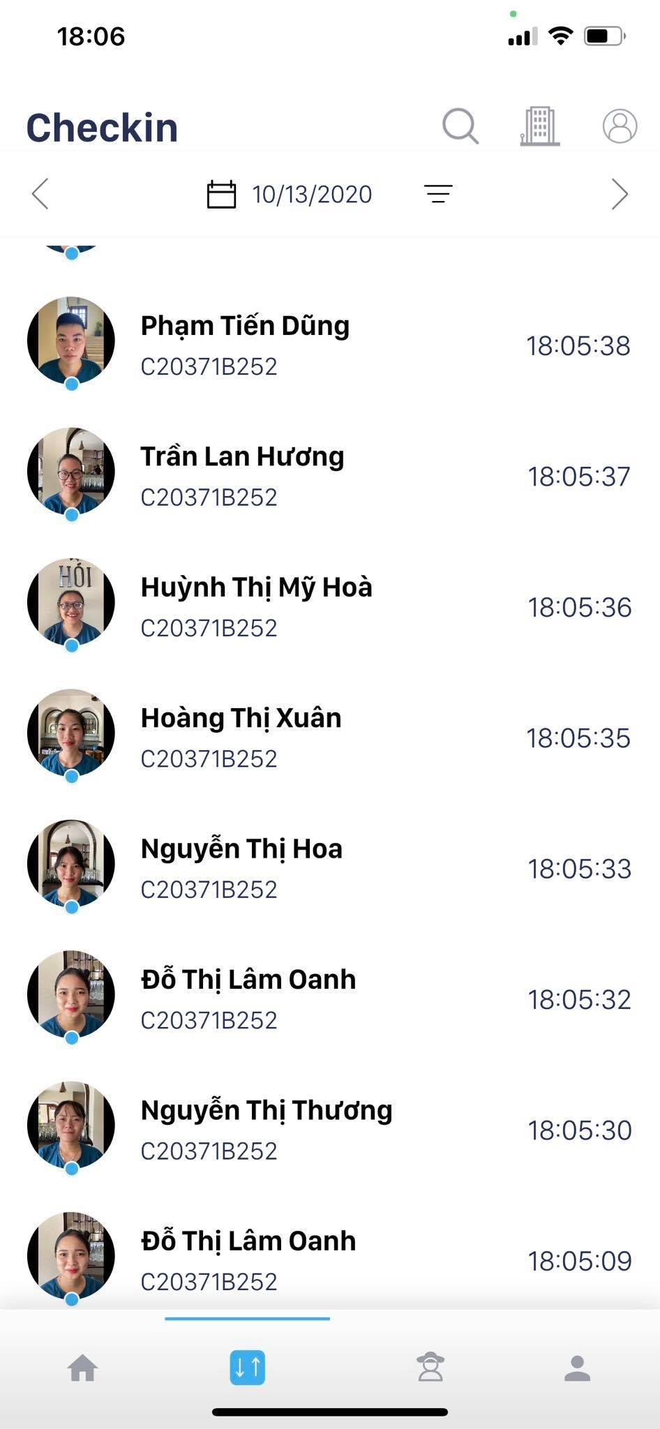 thông tin chấm công trên điện thoại